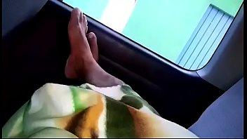 chofer maduro enseña sus pies 2