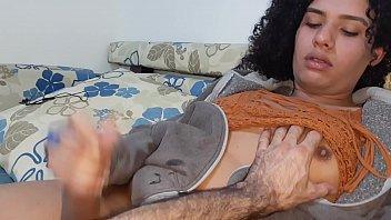 Stella Fortunatto brincando e se masturbando com ajuda do seu namorado
