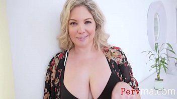 Making Sure Mom Gets Her Beauty s.- Kiki Daire