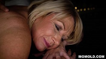 Attractive MILF Amy Getting a Sernsual Massage and a Dick