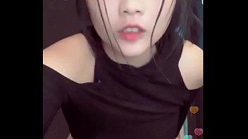 Nữ sinh show hàng khỏa thân live stream - Xem full clip mới tại Sexhay69.net