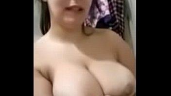 ممه نمایی دختر زیبای ایرانی در حمام
