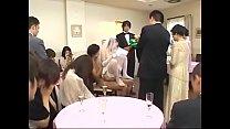 Cô dâu phục vụ quan viên 2 họ trong lễ cưới   Full HD: bit.ly/2IaLu5A