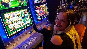 Depois de ganhar US$ 1.700 dolares no Cassino em Las Vegas !!! Me excitei e dei para desconhecido sem camisinha  !! Paty bumbum, El Toro De Oro