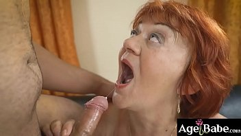 Delivery man Rob cums in in granny   Marsha's mouth