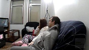 4k Andres und ich sehen uns einen Film an, aber ich kann es nicht ertragen und ich muss ihn lutschen und dann ficken, damit meine Muschi mit Sperma übersät ist