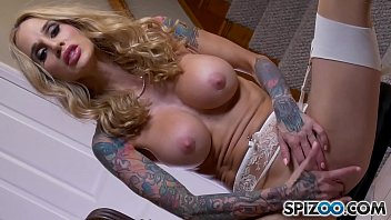 Sarah Jessie Playing with her Big Pussy Lips and Fingering herself