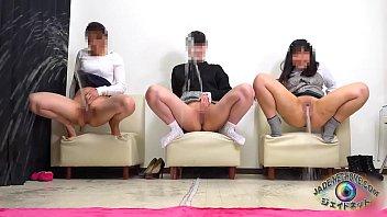 The best of girls! Peeing showdown how far piss flys away 3 min