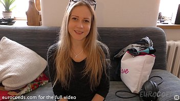 bubbly blonde doing her first ever nude shoot porno casting couch exploited teen girl