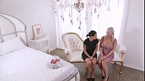 Milf lesbians anal fucking in bedroom