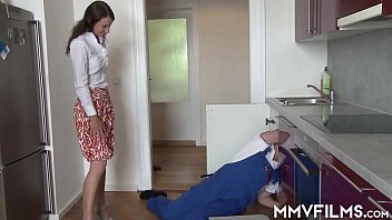 Quarantined housewife desperate for a fuck 12 min