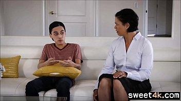 Teen Son tastes mature Moms pussy 6 min