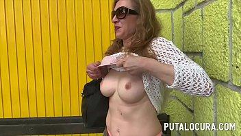 ¿Mamá estás haciendo porno? Una madura follando por dinero