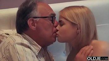 Pai comendo a filha gostosinho