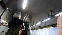 travesuras en el metro de la ciudad en cuarentena, me desnudo y me masturbo (video completo en JUSTFOR.FANS/FOXYHOT)