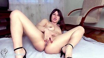 Horny Babe Masturbate Pussy and Orgasm