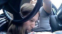 Sandra me pone caliente en el coche luego en casa le toco el coño, me TOCA la POLLA GORDA mientras vemos RAGNAROK