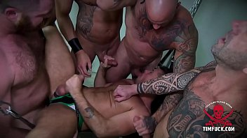 Muscle daddy group action in the fuck shed