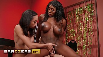 Huge Tit Mystique Gives A Helping Hand To Teen (Alexis Tae) - Brazzers