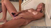 USA milf Lauren Demille pleasures pussy with dildo