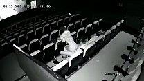Parejas atrapadas follando en el cine!