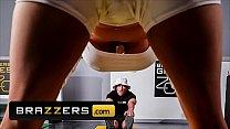 Big Tits (Sarah Jessie) Getting Her Pussy Ripped By (Zac Wild) - Brazzers