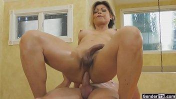 Mature ts Johanna Badine anals masseur 6 min