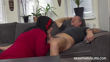 GEORGE UHL GETS PUSSY AS RENT PAYMENT