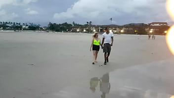 Paty Bumbum encontra gringo dotado e loira na praia e leva para casa do El Toro de Oro para fuder . ( Melissa Alecxander - Clarkes Boutaine )