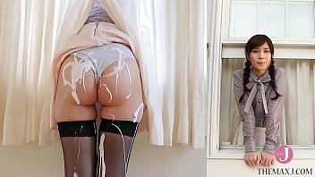インタビュー中にお尻を弄られまくる美少女、あっという間にお尻が白いクリームまみれ - 佐藤理亜 [bunc 002]