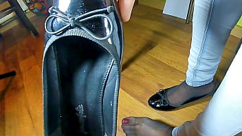 Kati´s Shoeplay with her black lacquer ballerinas flats and her stinky black nylons see insoles Ballerinas flats playing with her black lacquer ballerinas flats shoes