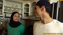 एक अजीब परिवार जिसमें भाई-बहन माँ के सामने खुलेआम चुदाई करते हैं 6 min