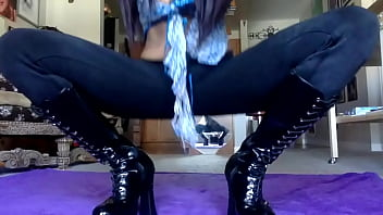 Dancing to Rap Sexy Milf Ebony Mama in black shiny boots -Hey! Subscribe to Lay Down Comedy! Tits and Ass and a scarf with long hair plus stretching and bare feet.