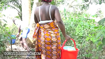 Ebony housewife wants a quickie instead of washing 10 min