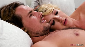 Inviting a mistress to the bed - Kit Mercer,Dixie Lynn