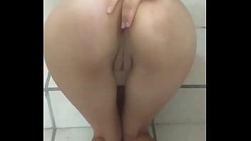 flaca mostrando su culo en guatemala