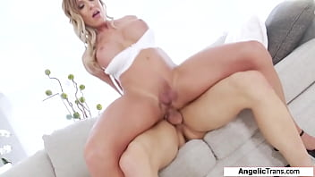 Busty trans Nikki Jade Taylor barebacked
