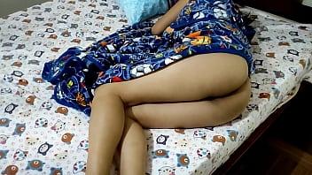 Hermanastra Descansando Desnuda Me La Follo y no Se da Cuenta