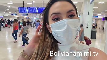 Sem calcinha no aeroporto de Cancun    Video completo no bolivianamimi.tv