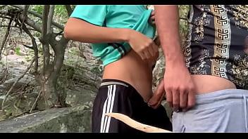 Dando pro hetero novinho na cachoeira /onlyfans @heterohunter