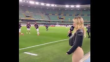 Diletta Leotta Compilado 2 se cambia tus tacos altos, muestra el culo en el estadio 48 sec