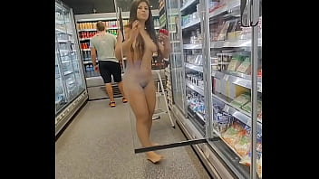 Totalmente nua no Supermercado Luana Kazaki 60 sec