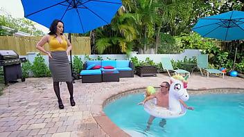 BANGBROS - Curvy Stepmom Macey Jade Lets Chad Savage Pound Her Big Ass Cheeks