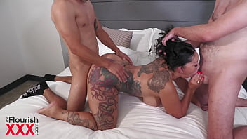 Strip Poker game becomes Draining Balls Threesome featuring Queen Rogue