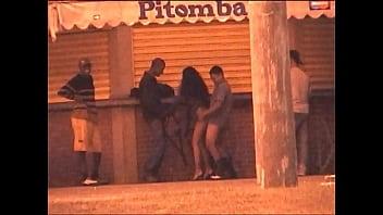 Fazendo Sexo com Vários Desconhecidos no Quiosque da Praia