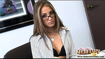 Secretary Jenna Haze sucks the cock of her boss