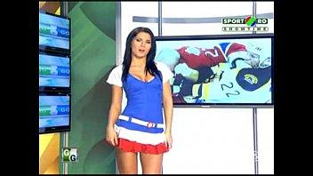 Goluri si Goale ep 4 Miki si Roxana (Romania naked news) 22 min