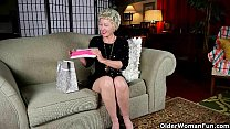 Mom's new pantyhose gets her in the mood