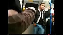Mostrando a rola no metro