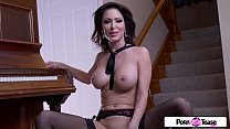 Pornstar Tease - Jessica gets naked and masturbate for all